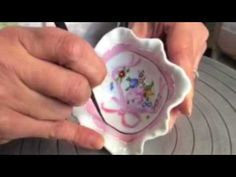 Comment est créé le décor Orchid'Or ? Laure Sélignac spécialiste de la peinture sur porcelaine - YouTube