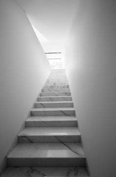 Pure & Simple Marble Staircase | @CO DE + / F_ORM