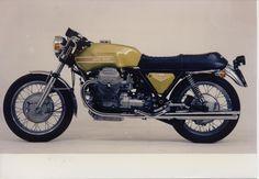 Moto Guzzi V7 750 Sport - 1971 #motoguzzi #Moto #Guzzi #motorbike #motorcycle #history #Italy