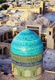 Vistas de Mezquita Po-i-Kalyan en Bukhara, Uzbekistan desde el minarete Kalyan