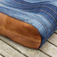 Chobe Upcycling bag. Make an amazing bag out of your ragged jeans. Sewing pattern and instructions available at www.ellepuls.com/shop
