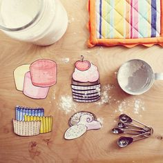 Build Your Own Cupcake - Free PDF Printables (10 Pages Total). Great project for the kiddies.
