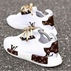 Best comfortable sneakers for girls – Just Trend. - Best comfortable sneakers for girls – Just Trend… – Source by - Moda Sneakers, Cute Sneakers, Girls Sneakers, Sneakers Fashion, Fashion Shoes, Gucci Sneakers, Sneakers Style, Adidas Fashion, Converse Sneakers