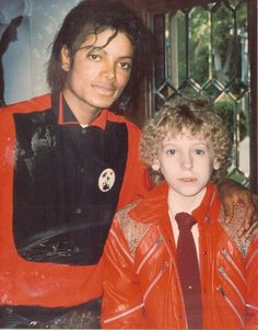 Thanks to the Make A Wish Foundation, On April 9, 1984, David Smithee a 14 year old boy who had cystic fibrosis posed with Michael Jackson. Michael invited David to the Encino house where they watched movies, played video games and Michael taught David how to moonwalk. MJ lovingly gave David his original 'Beat It' Jacket, that he wore in his video. David died the following month, May 1984. MJ remembered David by dedicating the Jacksons' Victory Album in his honor.