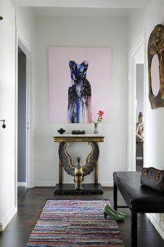 Kauniit esineet tekevät huutokauppa-ammattilaisen kodin | Gloria Halle, Chihuahua, Hall, Chihuahua Dogs, Chihuahuas