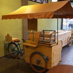 Mais um concluído... #triciclos #hailux_bikesfeitasamao #bikesgourmet #saopaulo - hailux_bikesfeitasamao Food Cart Design, Food Truck Design, Coffee Carts, Coffee Shop, Bicycle Cafe, Bike Cart, Bike Food, Ice Cream Cart, Hot Dog Stand