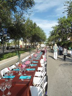 Savor the Avenue, Delray Beach's longest dining table on East Atlantic Avenue of 18 restaurants serving up their best dishes #Delray #DelrayBeach #PalmBeach #ThingsToDoInDelrayBeach #DelrayBeachAttractions