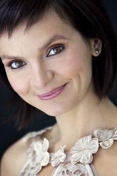 Anaïs Barbeau-Lavalette: ma vie en cinq livres - Châtelaine