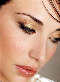 no hay suficientes fotos de Claire Forlani Claire Forlani, Nude Makeup, Lip Makeup, Beauty Care, Beauty Hacks, Beauty Tips, Miss Claire, Love Lips, Makeup Techniques