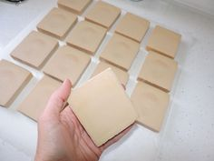 How to make yogurt soap Handmade Soap Recipes, Handmade Soaps, Best Tanning Lotion, Soap Making Supplies, Body Soap, Diy Spa, Cold Process Soap, Natural Home Remedies, Home Made Soap