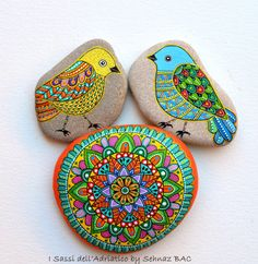 Hand Painted Stone Mandala by ISassiDellAdriatico on Etsy Pebble Painting, Dot Painting, Pebble Art, Stone Painting, Hand Painted Rocks, Painted Stones, Pebble Stone, Stone Art, Rock Crafts