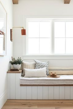 Living Spaces, Living Room, Banquette, Lounge Areas, Decoration, Home Projects, Guest Room, Home Office, Mudroom