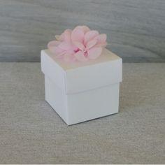 Boite dragées, contenant dragées, cube, fleur rose, blanc