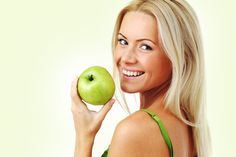 How To Do The Apple Diet. Crash diets are designed for specific occasions in which an individual must lower his or her weight quickly and effectively. In this sense, the the apple diet. Reduce Weight, How To Lose Weight Fast, Lemon Ginger Water, Apple Diet, Smoothie Detox, Smoothies, Dentist In, Teeth Whitening, Healthy Weight Loss