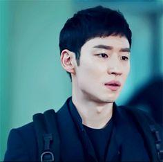 signal's resident backpack boyy Korean Actresses, Korean Actors, Yoon Han, Lee Je Hoon, Attractive Guys, Handsome Guys, Japanese Men, Korean Artist, Korean Drama