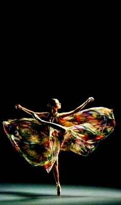 Dancer with swirly skirt! Ballet Poses, Dance Poses, Ballet Dancers, Shall We Dance, Just Dance, Le Vent Se Leve, All About Dance, Dance Movement, Ballet Photography