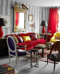 Coisas que amamos! Sofá com veludo vermelho e vasos sangue de boi como abatjour!!! ❤️ #studiobergamin #redvelvet #emporiobergamin