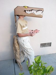 Transform a box into a mask, just like this cool alligator head, with the help of scissors and paint.