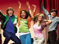 ¿Quién de nosotras no creció cantando y bailando las canciones de High School Musical? ¡Cómo olvidar a los guapos Troy, Ryan y Chad! Una década después, los galanes volvieron a reunirse y no podrás creer lo guapos que están.