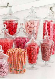 I wanted to make it as easy as possible for people to put together a candy buffet for their wedding – while not going over budget. Graduation Desserts, Graduation Party Foods, Graduation Ideas, Candy Table, Candy Buffet, Candy Bar Wedding, Buffet Wedding, Wedding Favours, Fluff Recipe