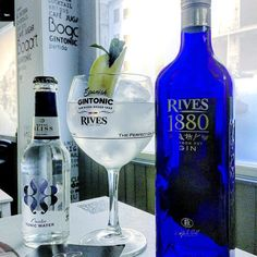 Momentazo #spanishgintonic con @royalbliss_es @gin_rives by @cafeteriabogart