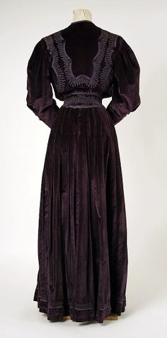 Haute Couture Charles Frederick Worth afternoon jacket suit, top and dress skirt set ensemble circa from France 1905. Made from silk velvet and flower floral pattern embroidery embroidered cotton fabric material with decorated chenille trim, lace and button. #Haute #Couture #Fashion House of Worth.