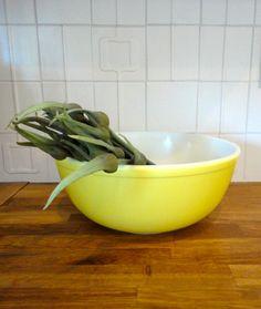 Pyrex  404 Yellow Mixing Bowl 4 Quart by KimBuilt on Etsy, $15.00