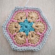 African flower pattern freebie and tutorial. So nice to make a bag! Thanks so for kind share xox