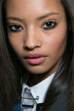 Super cloggy lashes at Topshop Unique | Fall 2014 Ready-to-Wear Collection | Style.com