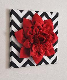 Parete rossa fiore Dalia rossa su bianco e nero di bedbuggs