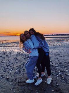 Photos Bff, Best Friend Photos, Best Friend Goals, Bff Pics, Cute Friends, Best Friends, Beach With Friends, Friend Beach Poses, Photo Adolescent