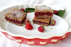 prajitura cu fructe,chia si fulgi de ovaz? Aceasta reteta de placinta cu zmeura este desertul perfecta. In cazul in care nu dispui de... French Toast, Breakfast, Healthy, Cake, Desserts, Food, Morning Coffee, Tailgate Desserts, Deserts