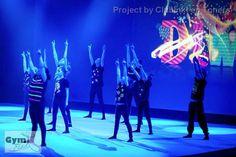 Gymania 2015 - thema Wereldfeesten, choreografie: Divali/Lichtjesfeest. T-shirts met fluor verf.