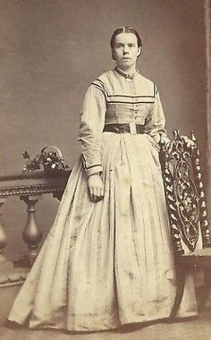 CDV PHOTO BEAUTIFUL WOMAN FANCY LARGE DRESS CIVIL WAR