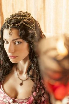 Ariana's enjoyed independence all her life and resents her father trying to reel her in through marriage Nurbanu Sultan, Medieval Princess, Turkish Jewelry, Turkish Beauty, Renaissance Fair, Empire Style, Turkish Actors, Hair Pieces, Headpiece