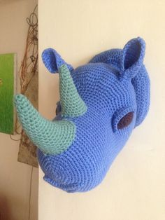Crochet trophy rhino head blue / Trophée tête de rhino au crochet bleu