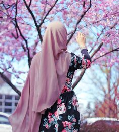 Discovered by ‍princess Rose. Find images and videos about hijab on We Heart It - the app to get lost in what you love.