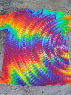 XL ripple tie dye Free Clothes, Diy Clothes, Camisa Tie Dye, Ty Dye, Diy Tie Dye Shirts, Tie Dye Crafts, Tie Dye Techniques, How To Tie Dye, Web Themes