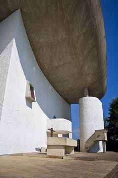 46 - The Chapel Notre-Dame du Haut Concrete Architecture, Modern Architecture, Ronchamp Le Corbusier, Ludwig Mies Van Der Rohe, Art History, Notre Dame, Facade, France, Building