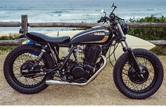 ϟ Hell Kustom ϟ: Yamaha 1985 By Addiction Customs Yamaha Sr400, Yamaha Motorcycles, Custom Motorcycles, Custom Bikes, Sr400 Cafe, Cafe Racer Helmet, Cafe Racer Girl, Cafe Racer Bikes, Cafe Racers