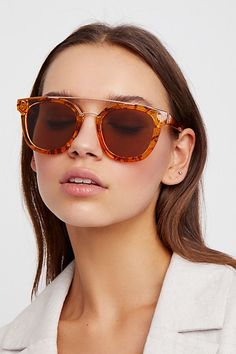 The Key Beauty Trends Of Spring/Summer 2019 Cat Eye Sunglasses, Round Sunglasses, Mirrored Sunglasses, Sunglasses Women, Oversized Sunglasses, Best Leather Wallet, Aviator Glasses, Trending Sunglasses, Beauty Trends