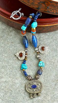 THREE AFGHANI PENDANTS  Statement Necklace di TheJoyMoosCollection