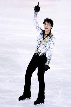 Yuzuru Hanyu of Japan celebrates winning Ice Men Skating Final during day three of the ISU Grand Prix of Figure Skating Final 2014/2015 at Barcelona International Convention Centre on December 13, 2014 in Barcelona, Spain.