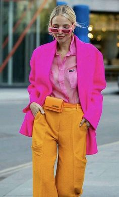 Street Style: Get The Look - Street Style: Get The Look a bold and bright look for fashion week. Bold Fashion, Colorful Fashion, Fashion Looks, Vintage Fashion, Fashion Trends, Vintage Clothing, Color Blocking Outfits, Outfits Inspiration, Chic Outfits