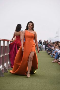 Sonakshi Sinha Cruised Like A Sea Goddess In A Tangerine Gown, At The Lakme Fashion Week Indian Actress Hot Pics, Indian Bollywood Actress, Most Beautiful Indian Actress, Bollywood Fashion, Beautiful Actresses, Bollywood Saree, Indian Celebrities, Bollywood Celebrities, Hot Actresses