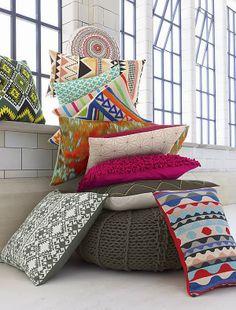 Faça uma decoração criativa com almofadas