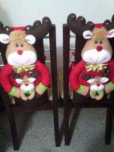 Cubre silla diseño 2017, 2018.NUEVOS #Navidadenverano Christmas Holidays, Christmas Crafts, Christmas Decorations, Christmas Ornaments, Ideas Para Fiestas, Christmas Fabric, Christmas Animals, Fabric Decor, Holidays And Events