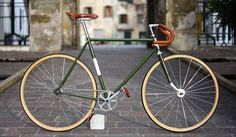 "Fixie bicycle ""Oliva"", by Biascagne Cicli Bici Retro, Velo Retro, Velo Vintage, Retro Bicycle, Vintage Bicycles, Fixi Bike, Baby Bicycle, Peloton Bike, Bicycle Panniers"