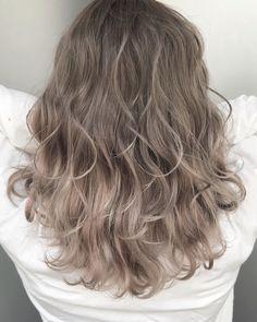 Light Ash Brown Hair, Light Hair, Medium Hair Styles, Curly Hair Styles, Soft Blonde Hair, Hair Colour Design, Hair Color Asian, Classy Hairstyles, Coloured Hair