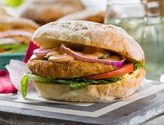 Chickpeas are a great source of protein and act as the binder in these patties. These are essentially a vegetable falafel and ideal for vegetarians. Plus, they're healthy and delicious! Chickpea Patties, Protein Sources, Falafel, Baking Tips, Salmon Burgers, Kos, Vegetarian, Chicken, Vegetables